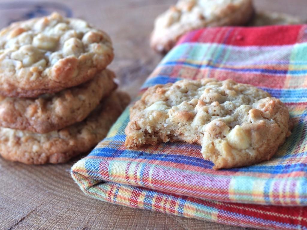 almond vanilla granola cookies