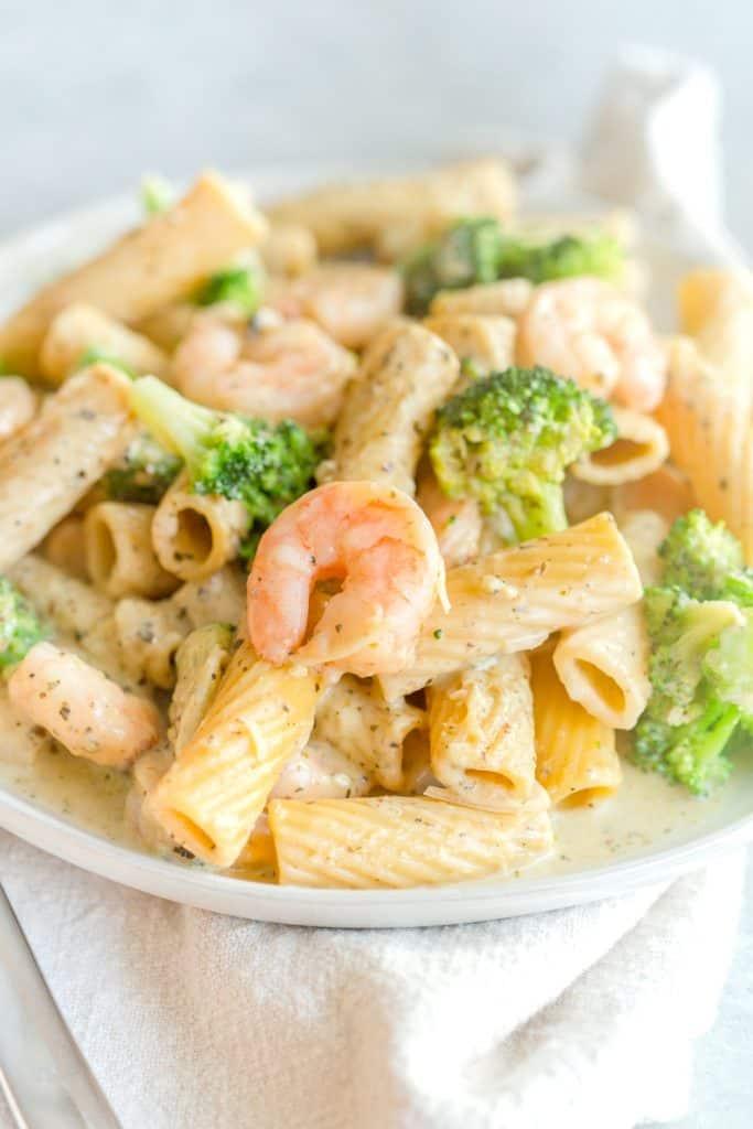 One Pot Lemon Broccoli Pesto Pasta